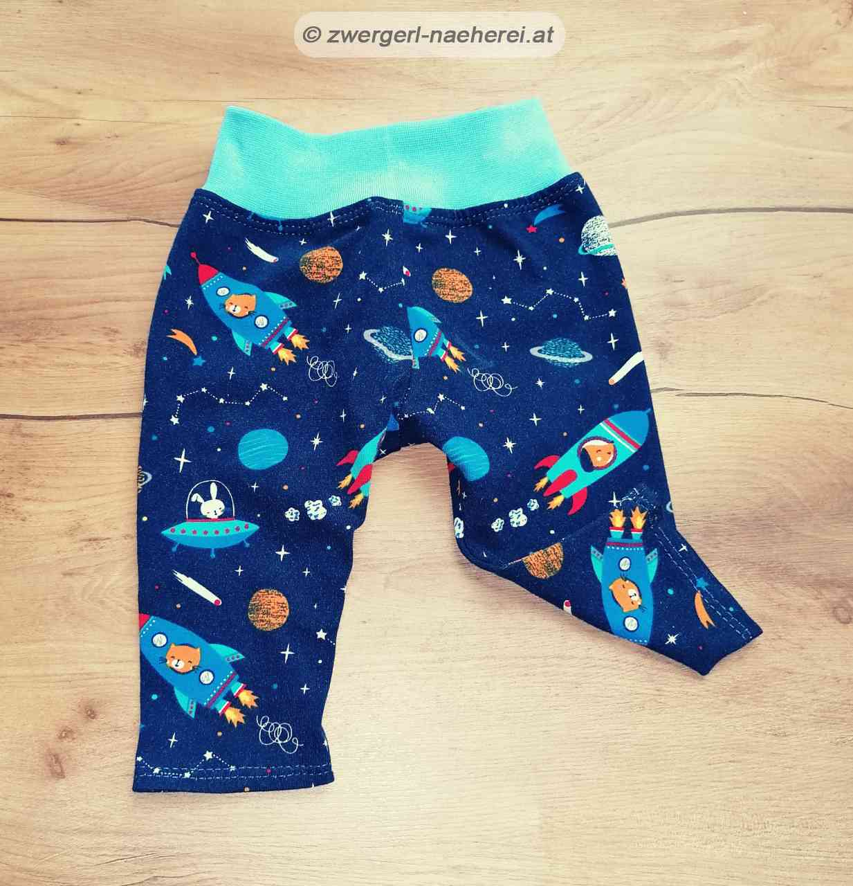 Baby-Kleidung_Hose_Jogger_Pullover_T-Shirt_Kleid_014